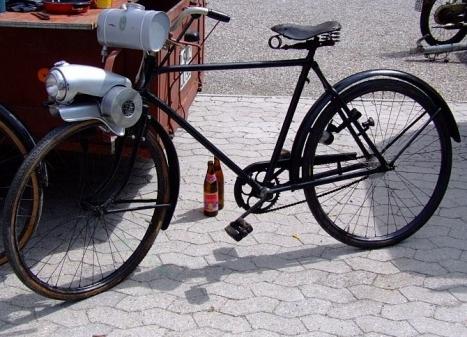 das fahrrad mit dem flink hilfsmotor lief sogar in. Black Bedroom Furniture Sets. Home Design Ideas